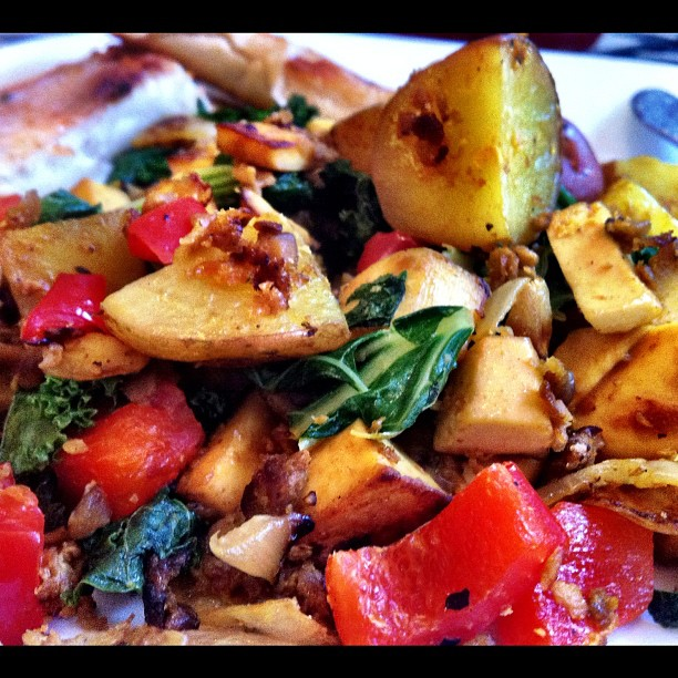 this is the tofu scram i ate for breakfast this morning. it has onions, garlic, tofu, soyrizo, potatoes, bell peppers, kale, green onions.